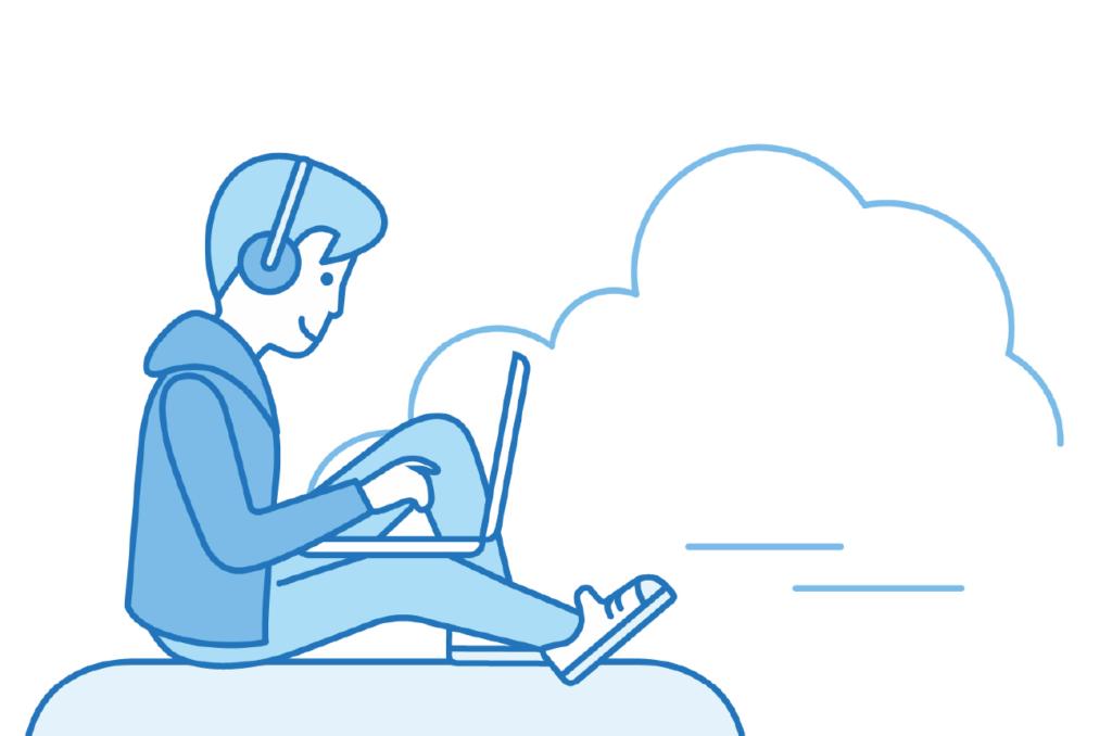 Junge sitzend mit Laptop und Kopfhörern